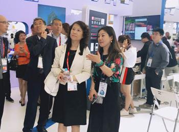 """""""智在必得""""——网班教育亮相2017上海国际信息消费博览会"""